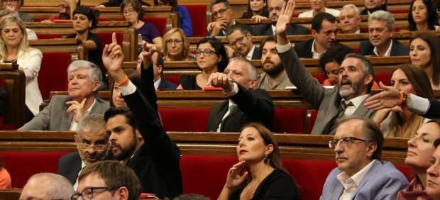 La oposición en el pleno del Parlament