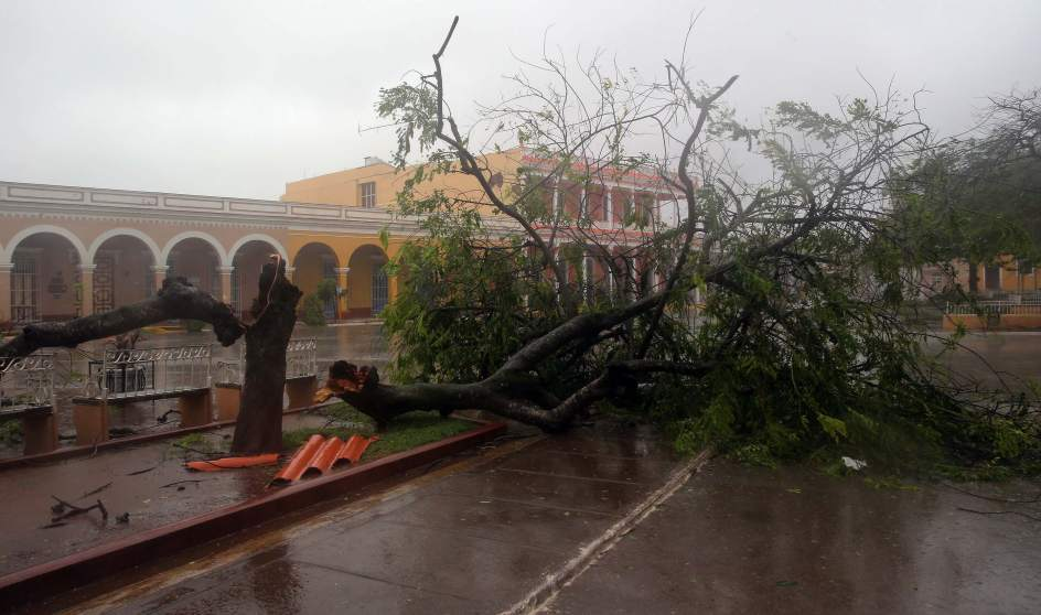 Foto los estragos de irma en cuba irma un hurac n de for Cuba motors el paso