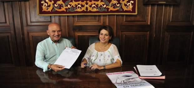 Buj firma la campaña para tener radioterapia en el Hospital de Teruel