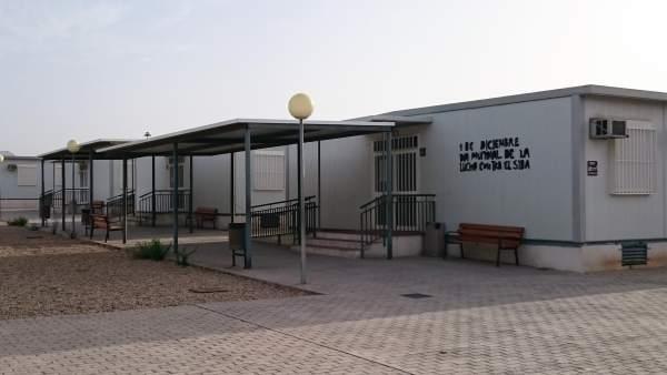 Aulas prefabricadas en la parcela para el IES de El Toyo