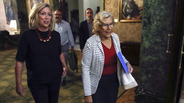 Concepción Dancausa y Manuela Carmena