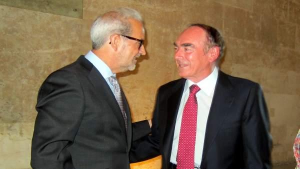 El rector de la USAL (izquierda) recibe a José Antonio Villasante