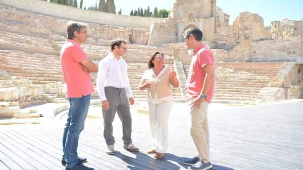 Investigadores y responsables del Teatro Romano