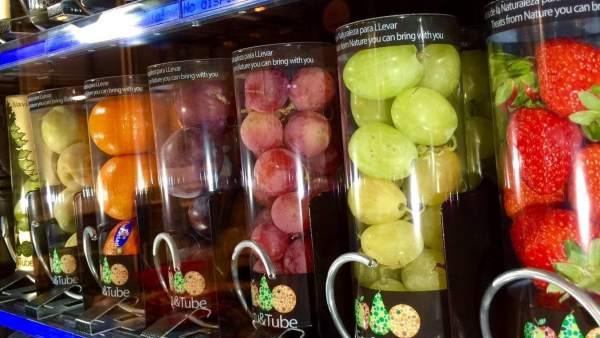 Fruta fresca en una máquina expendedora de Fru&Tube