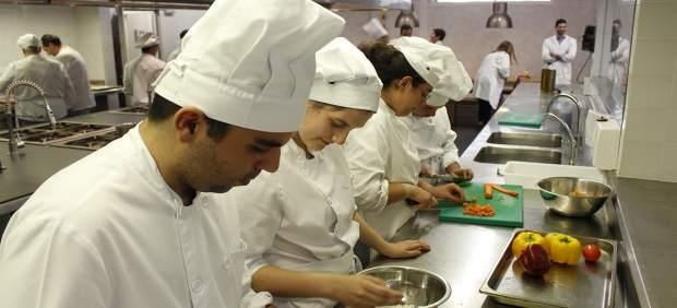 Alumnos con discapacidad intelctual en cursos de cocina de Solidarios Coosur.