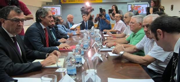 Imagen de la reunión entre el ministro y los miembros de la Plataforma