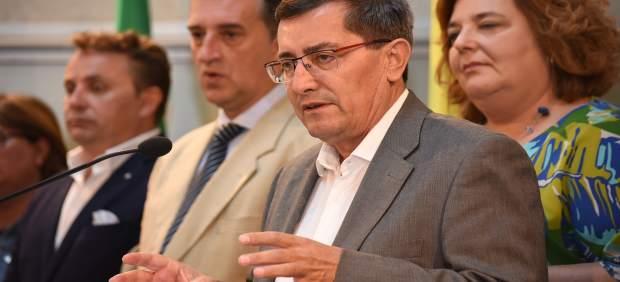 El presidente de la Diputación de Granada, José Entrena, y su equipo de gobierno