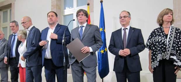 Carles Puigdemont y sus consellers cesados