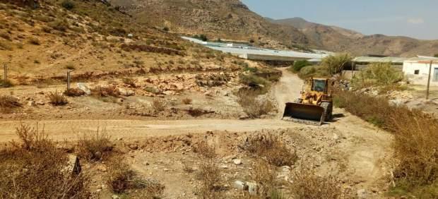 Diputación aporta sus maquinarias para la adecuación de caminos rurales.