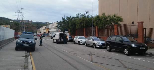 La Guardia Civil inspecciona furgonetas e imprentas en Sant Feliu (Barcelona)