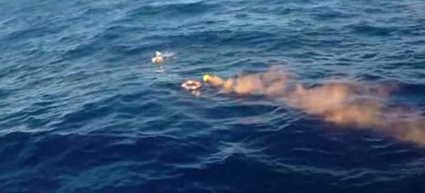 Rescate de los náufragos de una patera en Almería