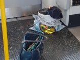 Bote de pintura ardiendo en el metro de Londres