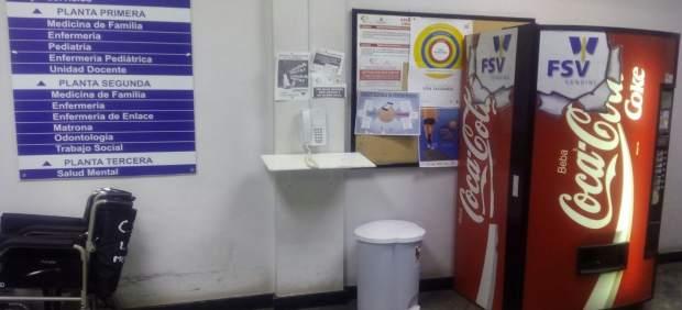 Máquina expendedora de bebidas azucaradas en el Centro de Salud Laguna-Mercedes