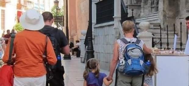 Inmediaciones catedral de málaga turistas viajeros visitantes