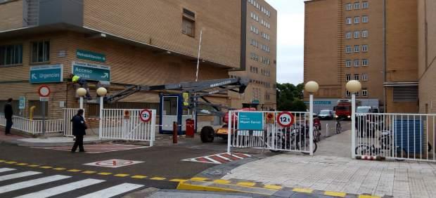 El acceso para los coches se ha cerrado por las obras en el Hospital