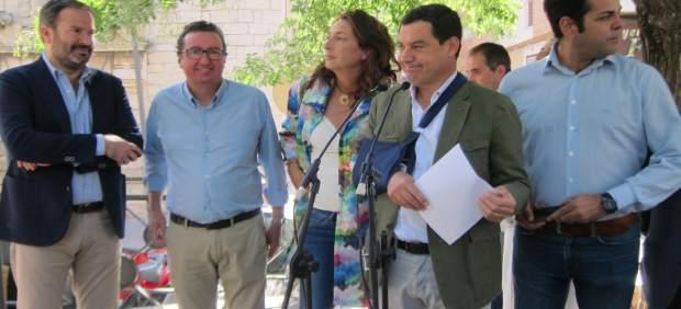 Juanma Moreno durante su visita a Jaén