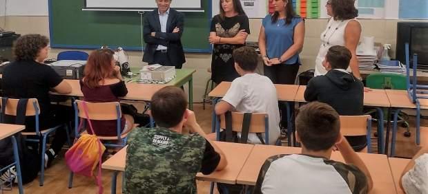 La delegada de Eduación de la Junta en Cádiz en una clase