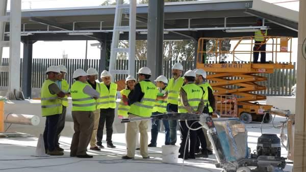 Visita a las obras de la estación de trenes de Huelva.