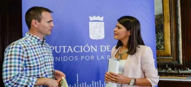 La diputada Ángeles Martínez junto al alcalde de Purchena, Juan Miguel Tortosa.