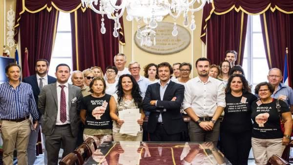 El Ayuntamiento de Cádiz firma un convenio con SOS Bebés Robados