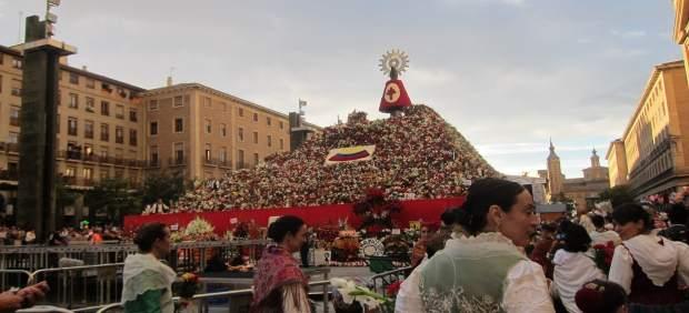 Ofrenda de Flores a la Virgen del Pilar.
