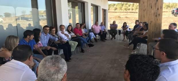 Ignacio Caraballo se reúne con militantes en Paymogo.
