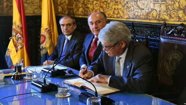 Dastis en el Ayuntamiento de Algeciras