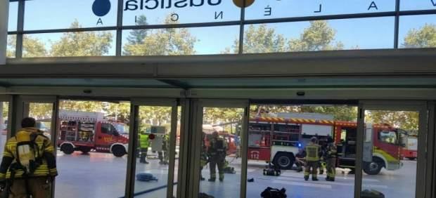 Bomberos en la Ciudad de la Justicia de València