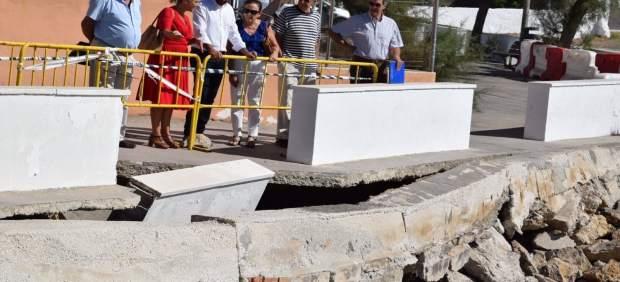 Daniel perez y lorena doña PSOE málaga araña paseo marítimo dejadez costas litor