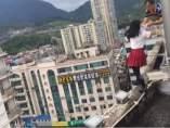Una estudiante china intenta suicidarse
