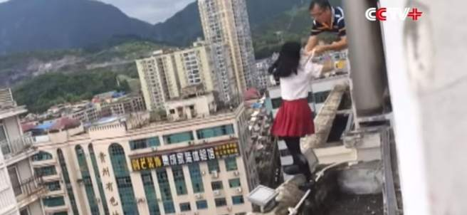 Una estudiante china intenta suicidarse