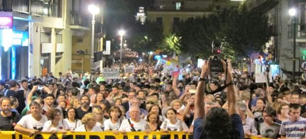 Los manifestantes en la subida del Puente de los Peligros
