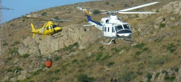 Helicópteros infoca incendio forestal málaga archivo fuego