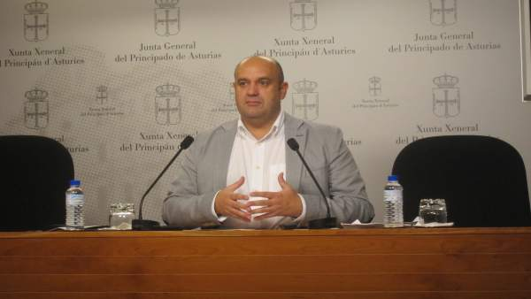 El Diputado De Foro Pedro Leal En Rueda De Prensa.