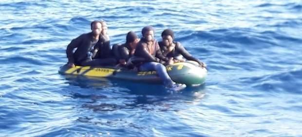 Patera con cinco migrantes