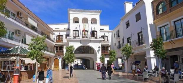 Ayuntamiento nerja fachada málaga