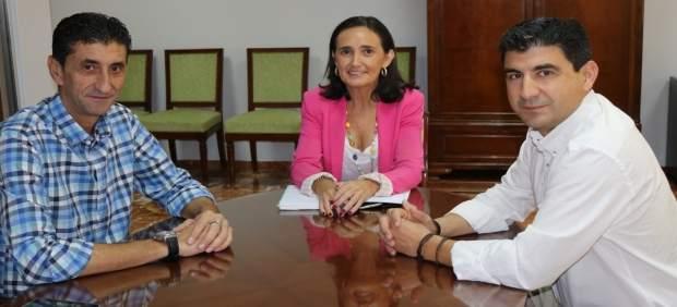 Reunión de la subdelegada del Gobierno en Huelva con líderes sinciales