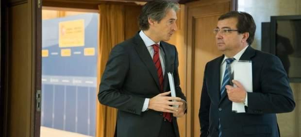 Íñigo de la Serna y Guillermo Fernández Vara en una reunión en noviembre de 2016