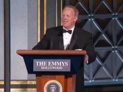 El exportavoz de la Casa Blanca se parodia a sí mismo en los Emmy