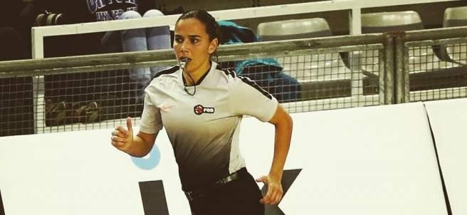 La extremeña Esperanza Mendoza, única mujer en arbitrar en la ACB