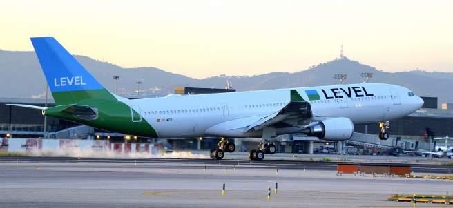 Avión de LEVEL en Barcelona-El Prat.