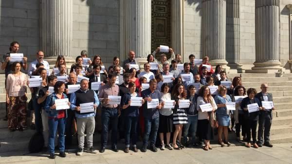 Concentración de Unidos Podemos en el Congreso de los Diputados.