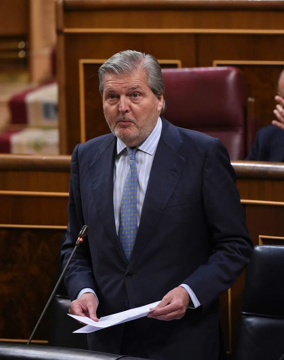 Méndez de Vigo anuncia que aumentará el gasto en becas y en educación en 2018