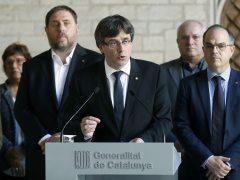 """Puigdemont acusa el Estado de """"suspender de facto"""" el autogobierno y mantiene el 1-O"""