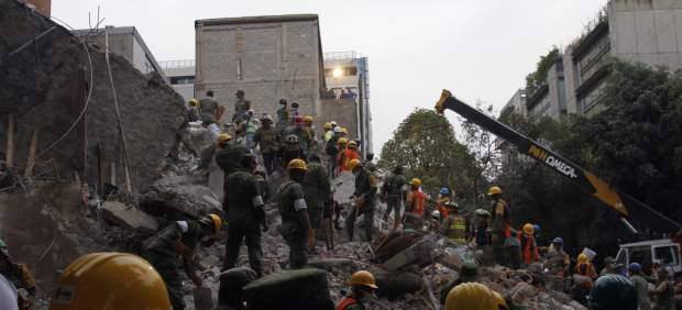 Equipos de rescate en Ciudad de México