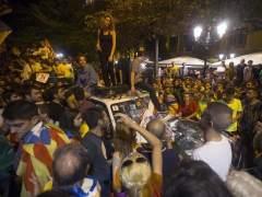 La comitiva judicial y la Guardia Civil, bloqueados en la consejería de Economía