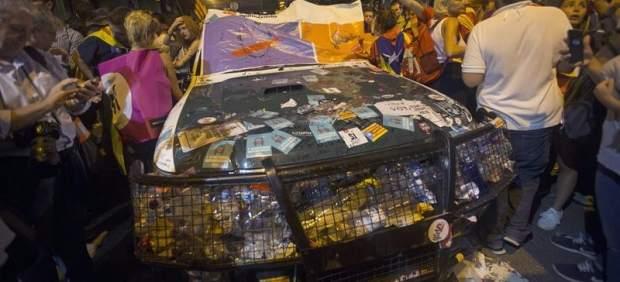 Coches de la Guardia Civil vandalizados