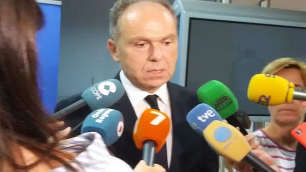El presidente de Adif, Juan Bravo, en el contacto con los medios