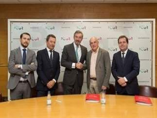 Firma de un acuerdo entre el Palacio de Congresos y Barceló Hotel