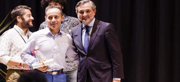 El diputado Ángel Escobar ha sido el encargado de entregar distinciones.